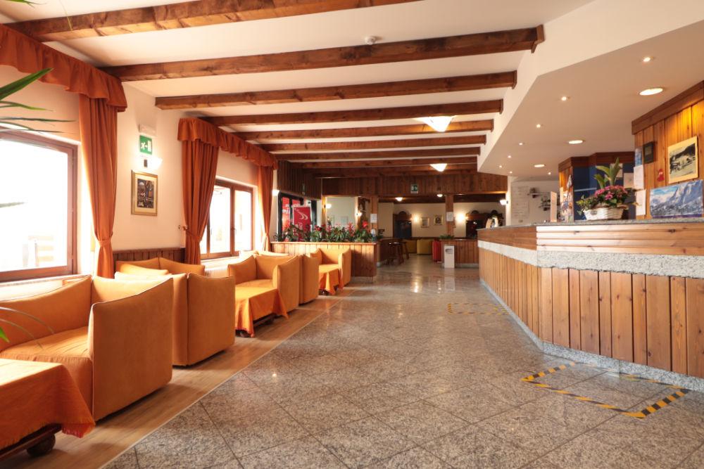 Bancone ingresso Hotel Etoile de Neige